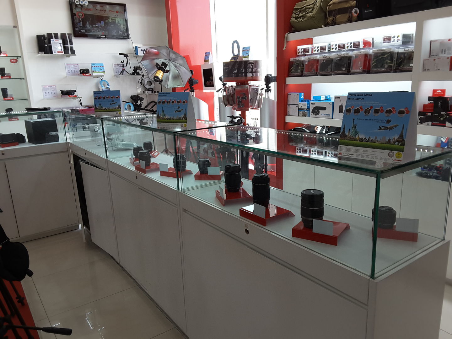 HiDubai-business-national-store-shopping-consumer-electronics-al-bada-dubai-2
