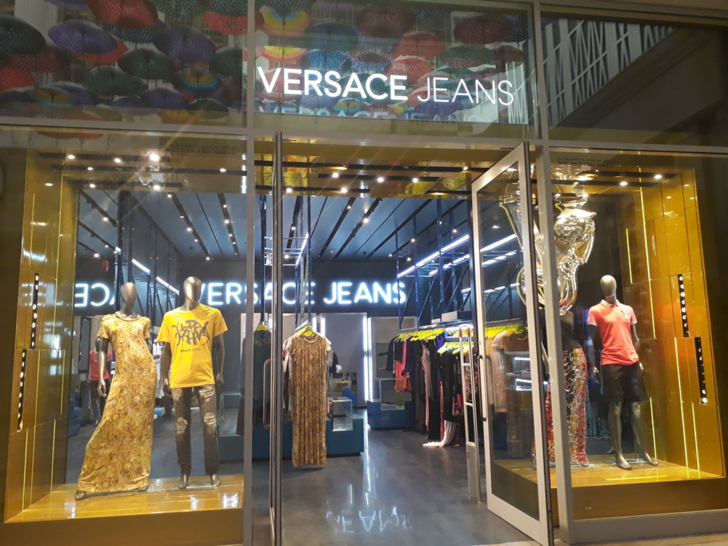 HiDubai-business-versace-jeans-shopping-fashion-accessories-burj-khalifa-dubai-2