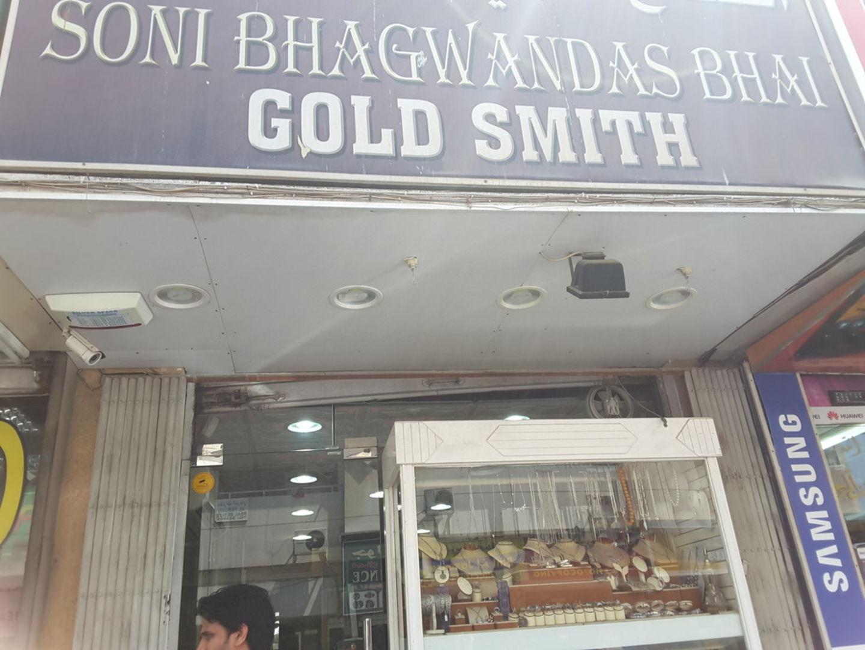HiDubai-business-soni-bhagwandas-bhai-shopping-jewellery-precious-stones-al-satwa-dubai-2