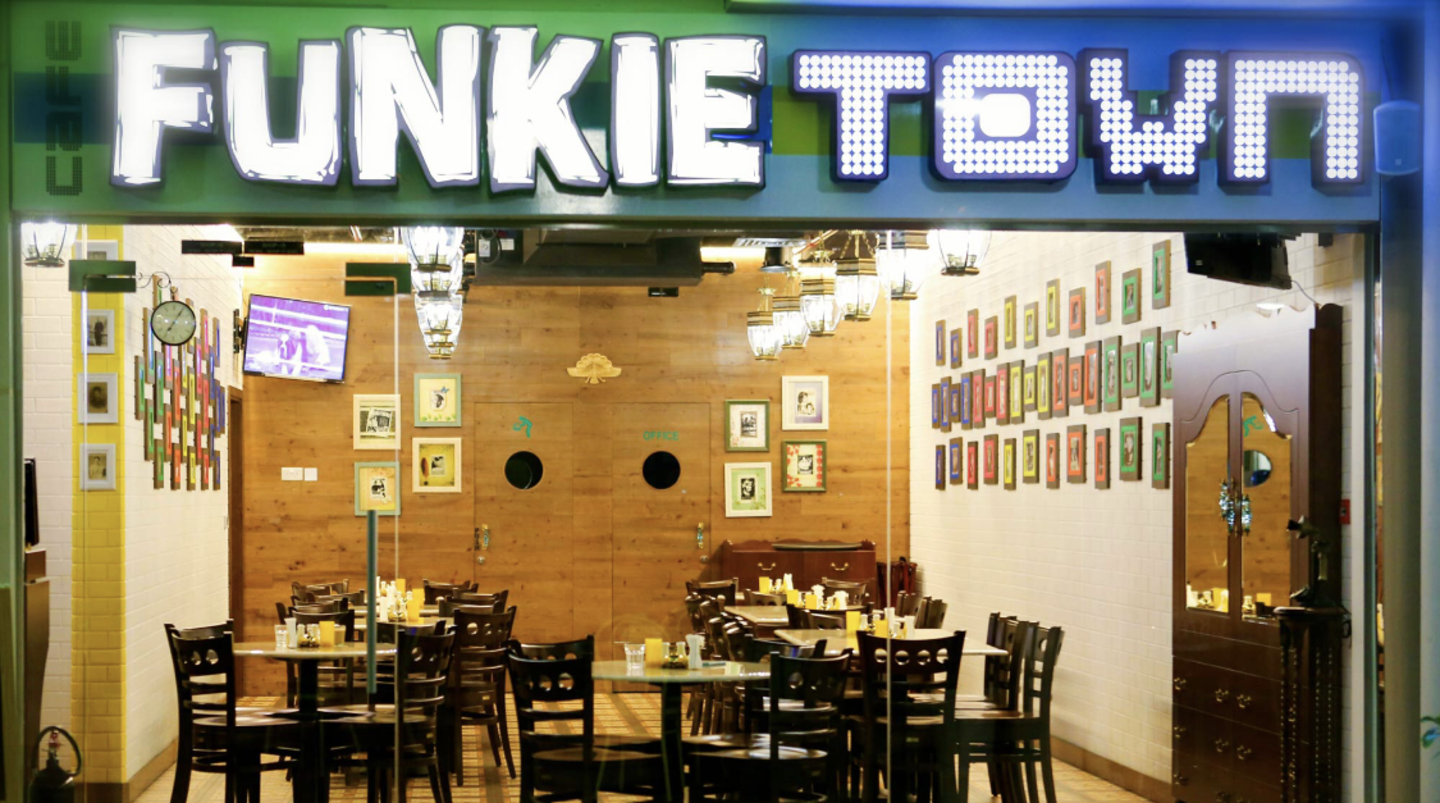 HiDubai-business-cafe-funkie-town-food-beverage-restaurants-bars-jumeirah-lake-towers-al-thanyah-5-dubai
