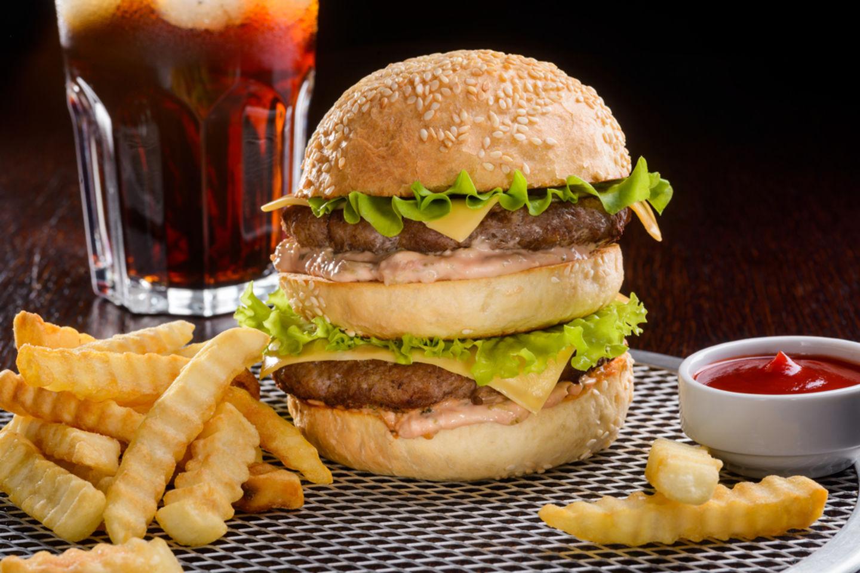 HiDubai-business-burger-king-food-beverage-restaurants-bars-oud-metha-dubai-2