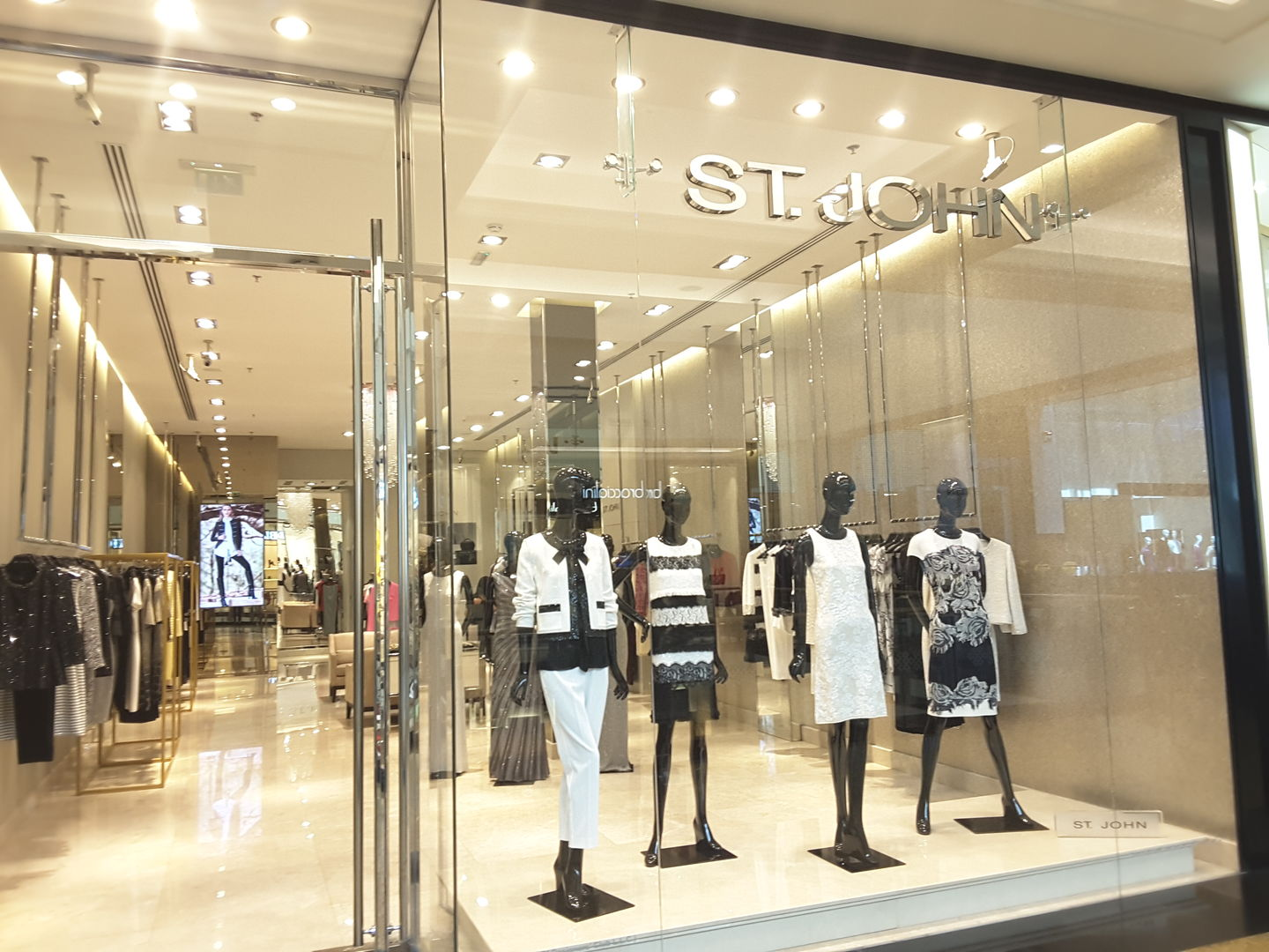 HiDubai-business-st-john-shopping-apparel-al-barsha-1-dubai-2