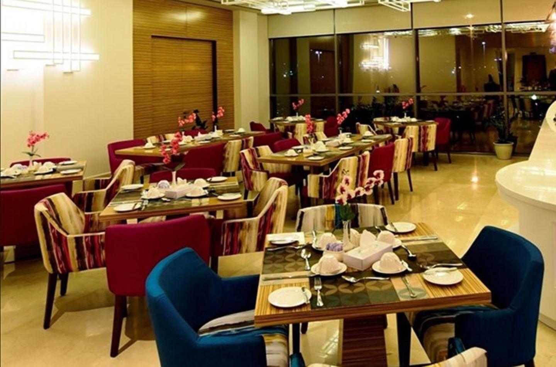HiDubai-business-pearl-dining-food-beverage-restaurants-bars-baniyas-square-dubai