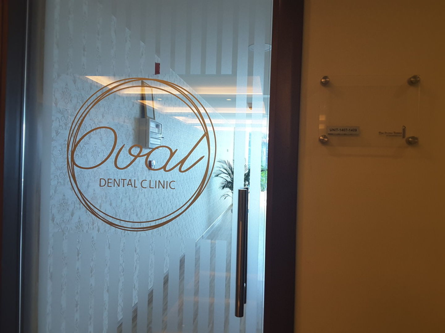 HiDubai-business-oval-dental-clinic-beauty-wellness-health-specialty-clinics-business-bay-dubai-2