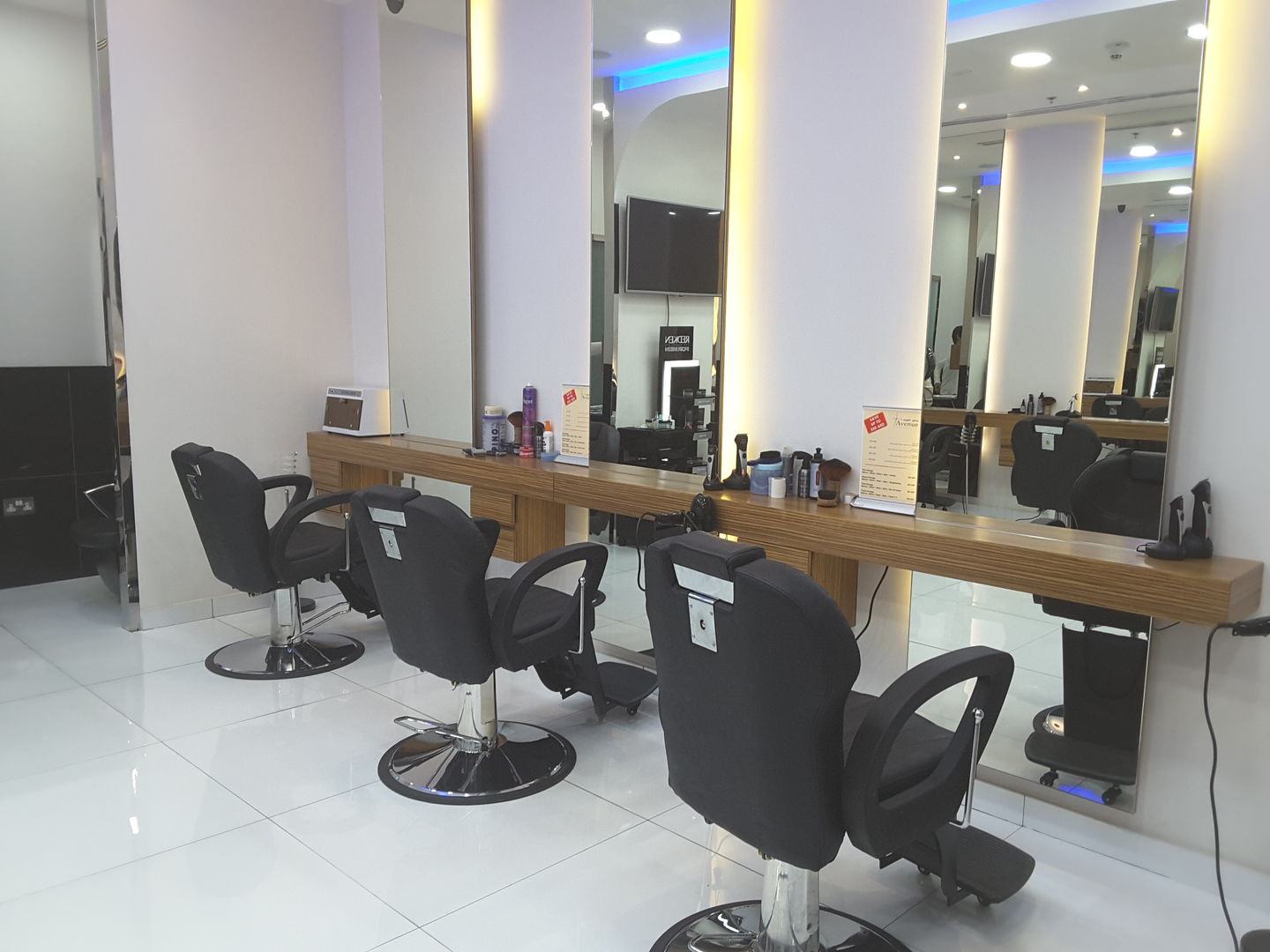HiDubai-business-seven-avenue-gents-salon-beauty-wellness-health-beauty-salons-tecom-al-thanyah-1-dubai-2