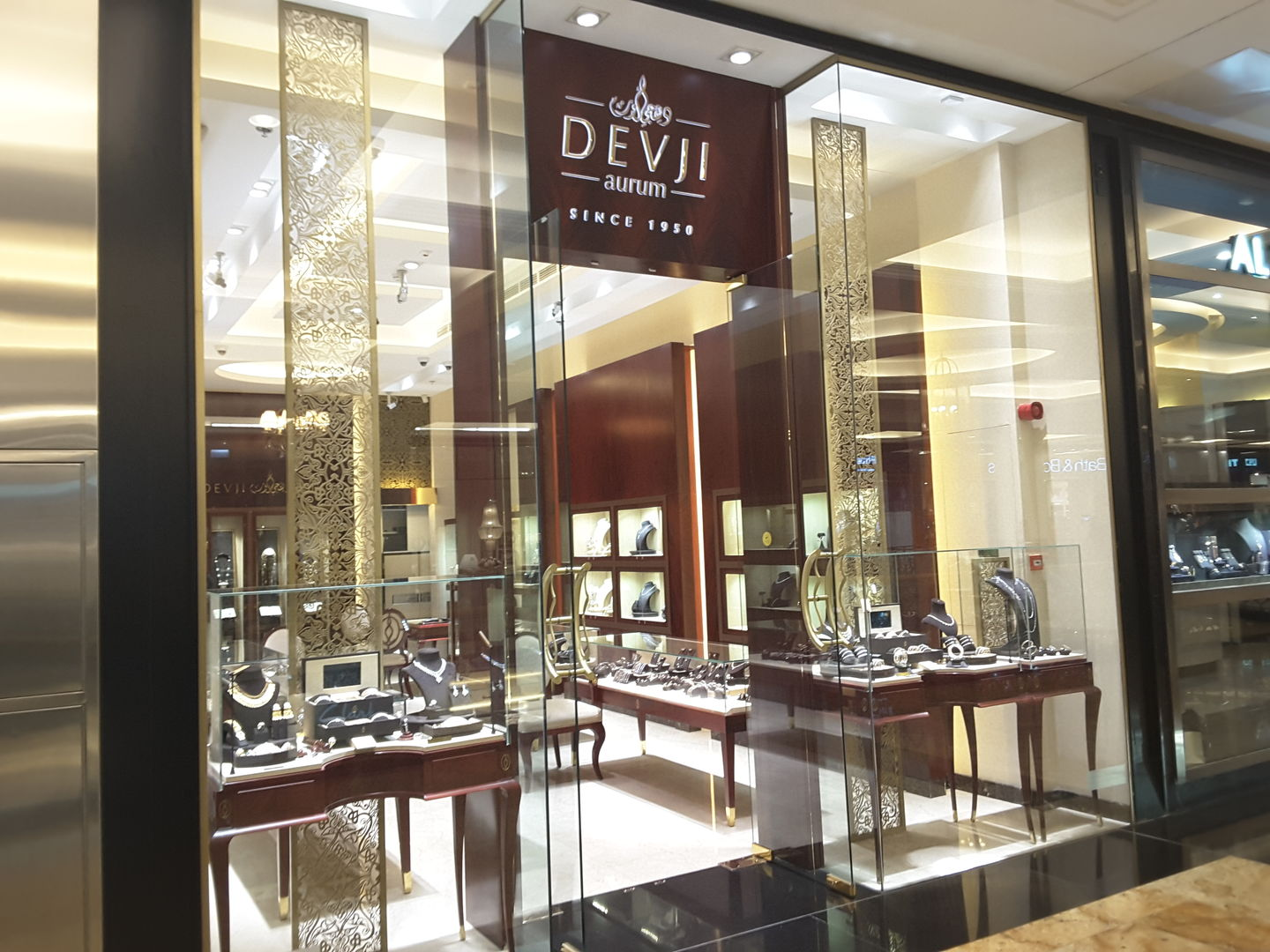 HiDubai-business-devji-aurum-shopping-jewellery-precious-stones-al-barsha-1-dubai-2