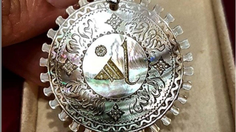 HiDubai-business-al-qalm-al-zahbi-engraving-shopping-souvenirs-gifts-wafi-umm-hurair-2-dubai