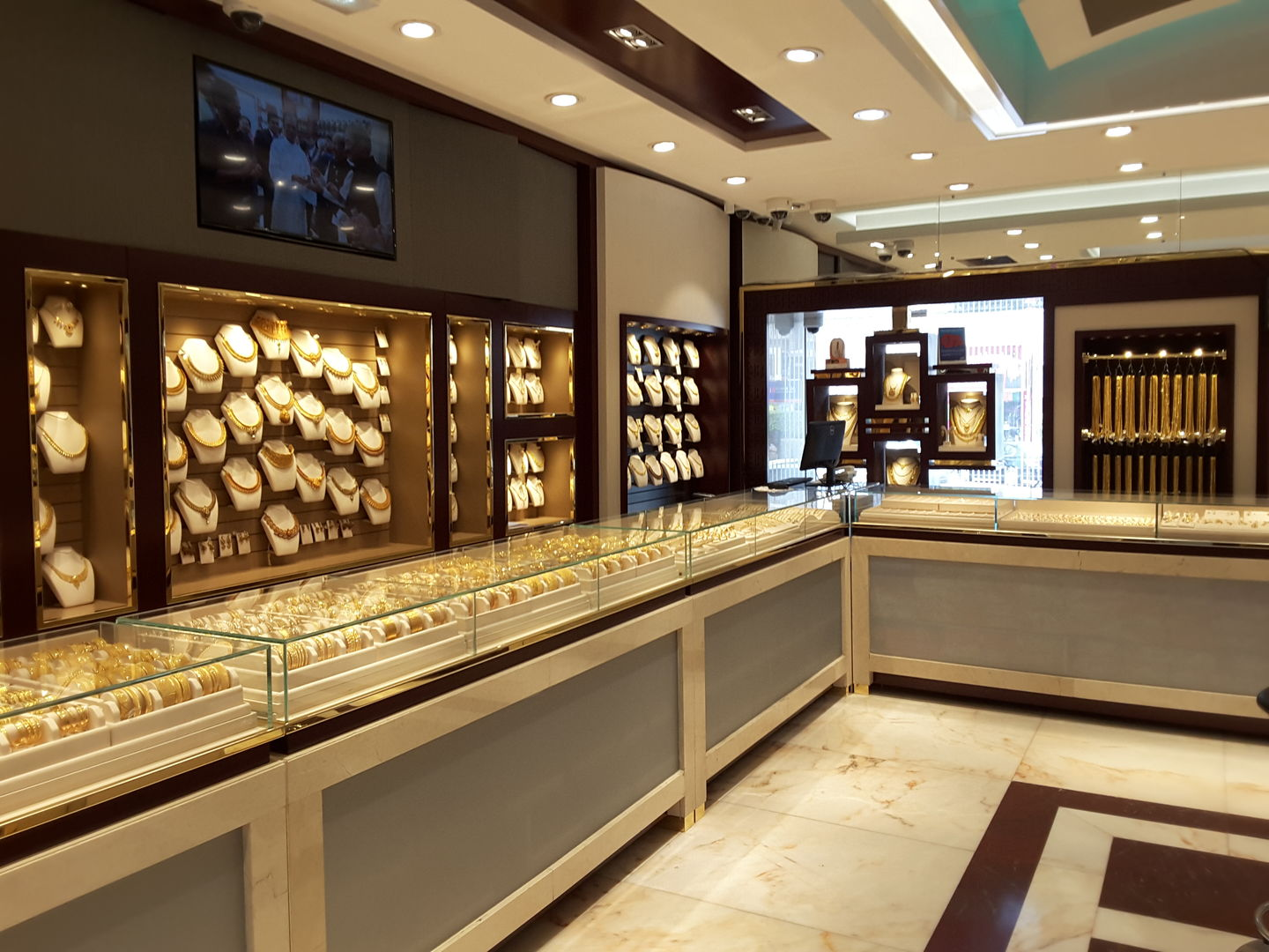 HiDubai-business-bhima-jewellers-shopping-jewellery-precious-stones-al-karama-dubai-2
