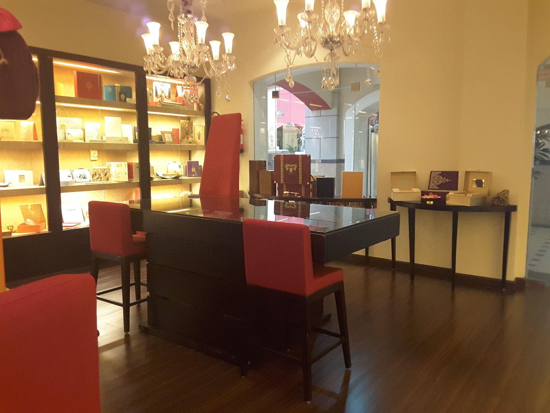 HiDubai-business-the-entertainment-design-company-shopping-souvenirs-gifts-jumeirah-1-dubai-2