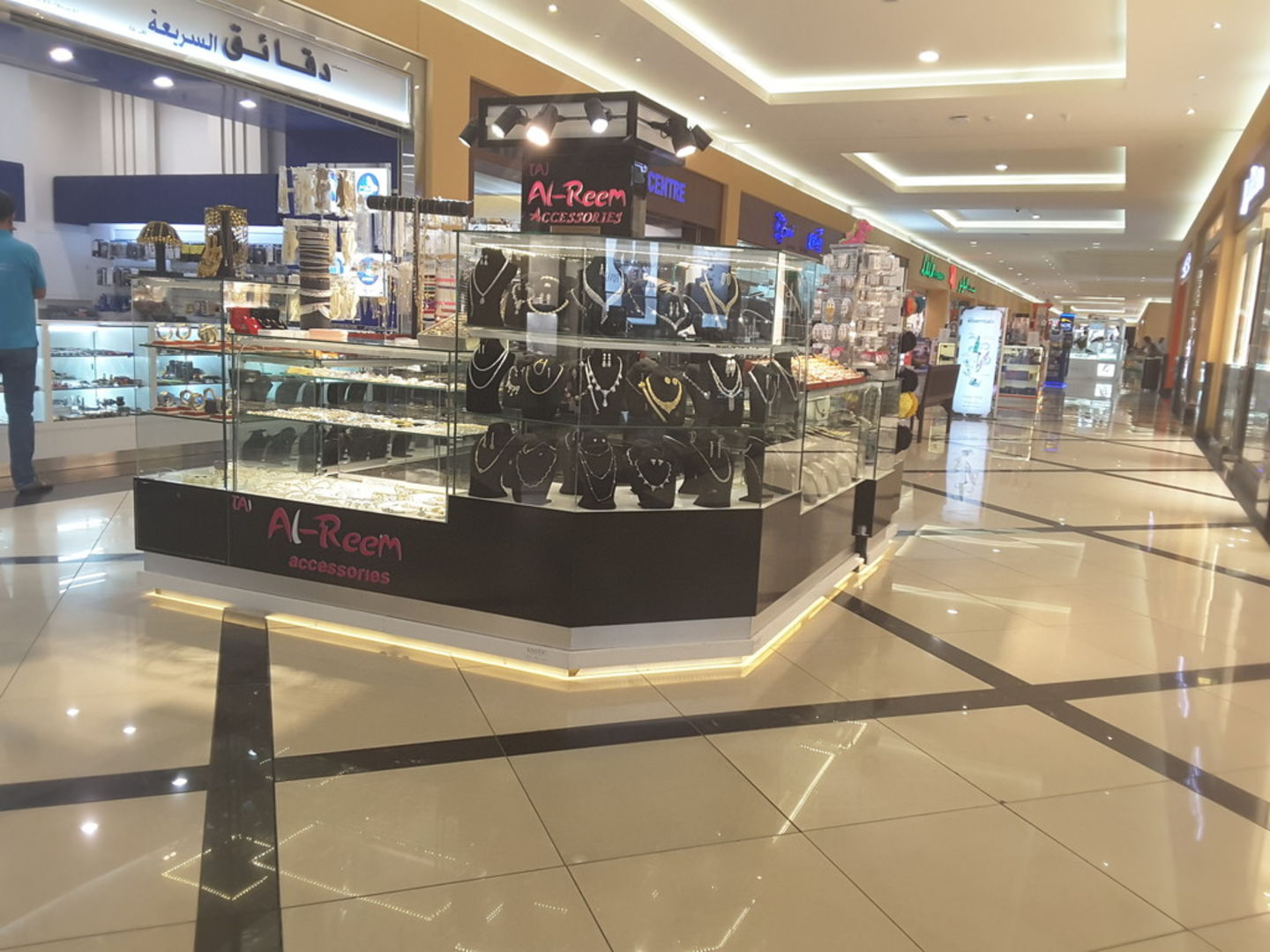 HiDubai-business-taj-al-reem-accessories-shopping-fashion-accessories-al-mizhar-1-dubai-2