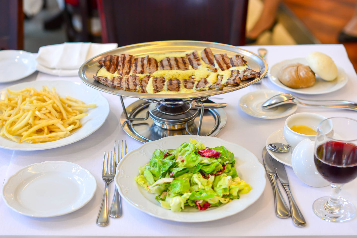 HiDubai-business-entrecote-cafe-de-paris-food-beverage-restaurants-bars-burj-khalifa-dubai-2