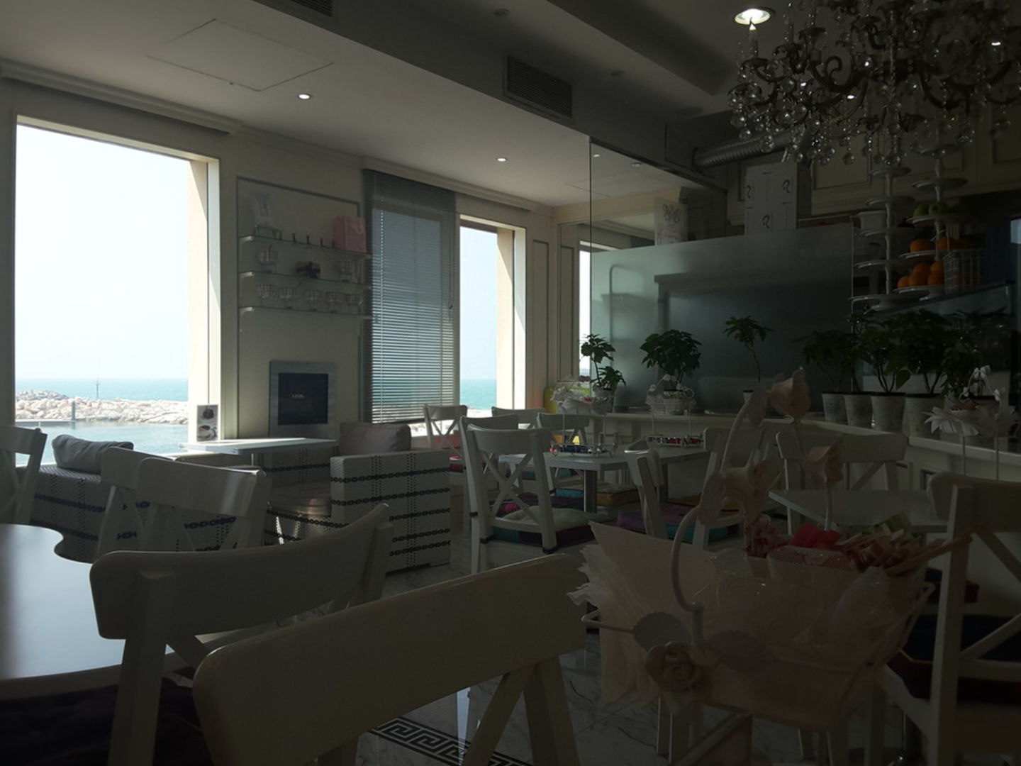 HiDubai-business-le-petit-cafe-food-beverage-coffee-shops-umm-suqeim-3-dubai-2