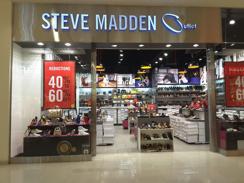 4fe2faf5d6a HiDubai-business-steve-madden-outlet-shopping-footwear-umm-
