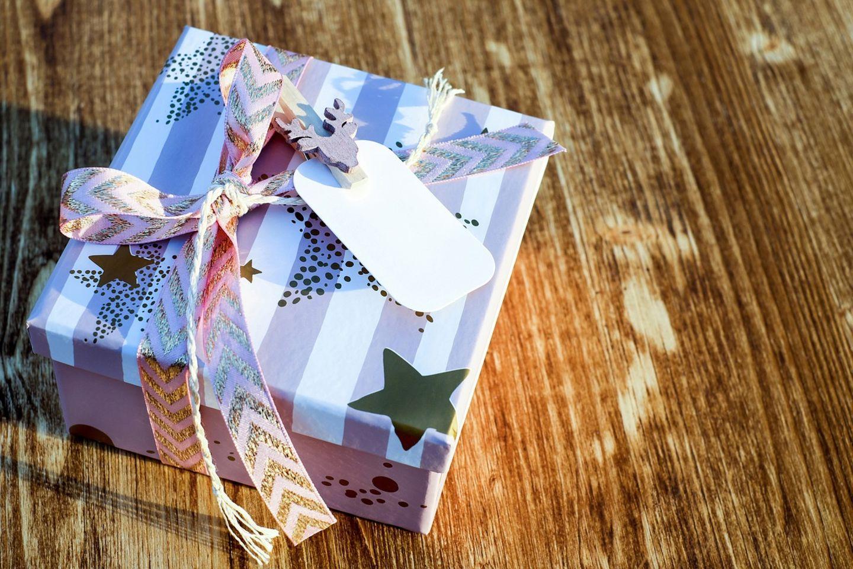 HiDubai-business-gifts-for-less-general-trading-shopping-souvenirs-gifts-al-muraqqabat-dubai