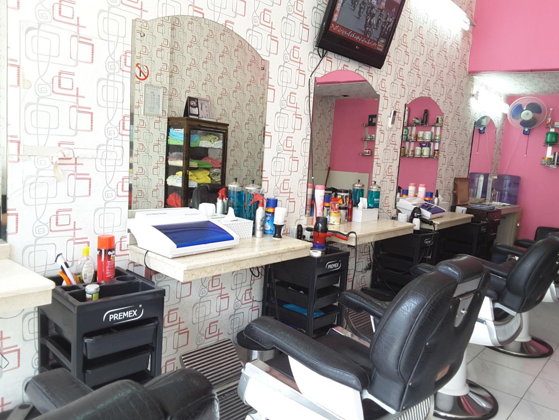HiDubai-business-badr-al-hajri-gents-salon-beauty-wellness-health-beauty-salons-hor-al-anz-dubai-2