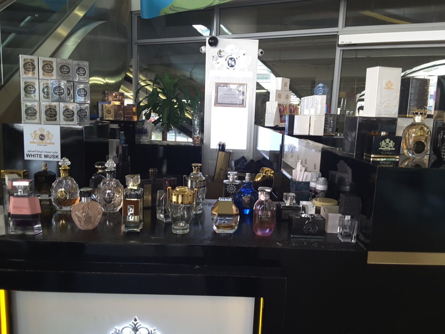 HiDubai-business-white-musk-perfumes-trading-shopping-beauty-cosmetics-stores-al-muraqqabat-dubai