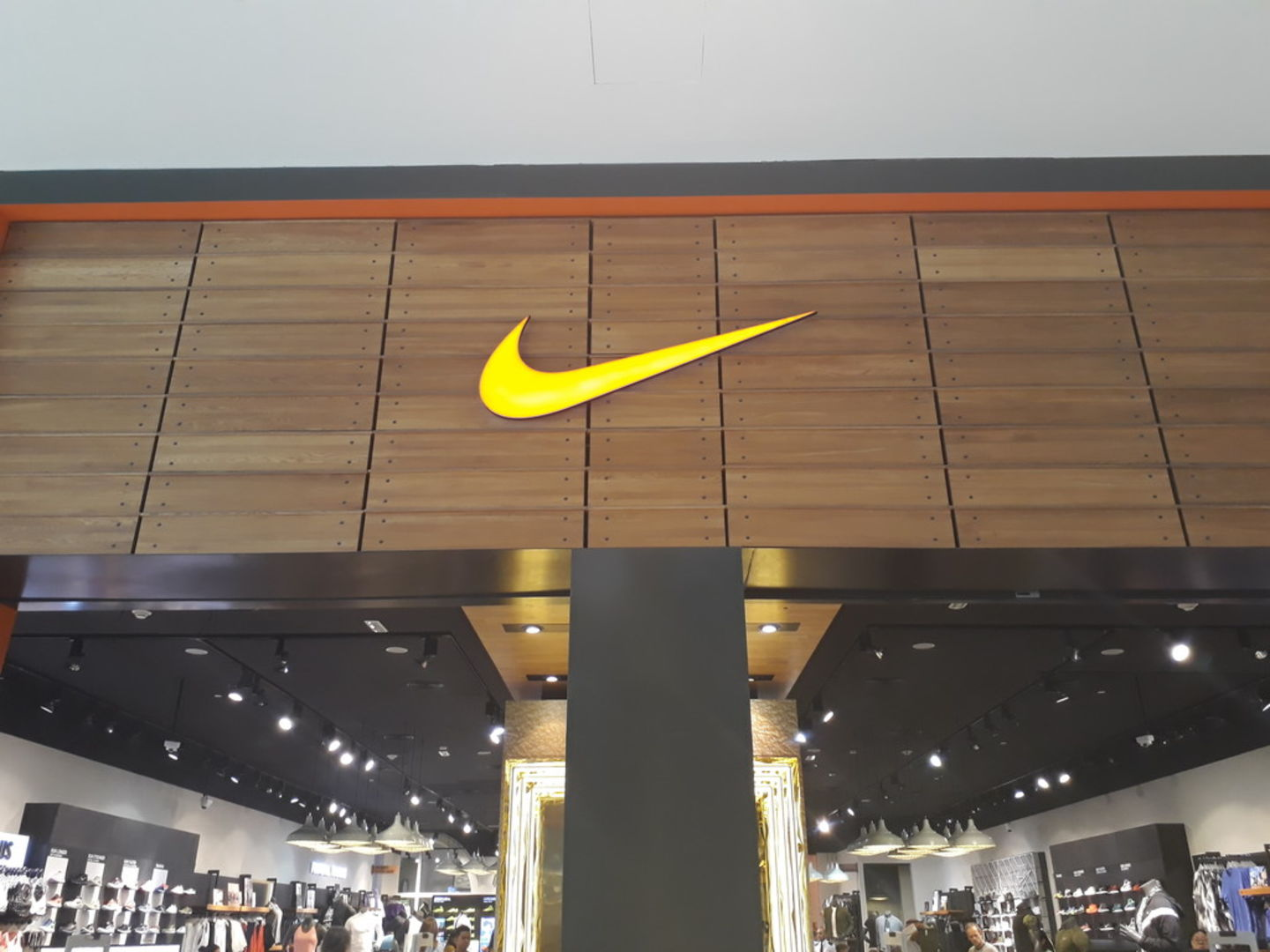 Walif-business-nike-8