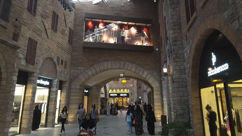HiDubai-business-the-outlet-village-leisure-culture-shopping-centres-malls-jebel-ali-free-zone-mena-jebel-ali-dubai-2