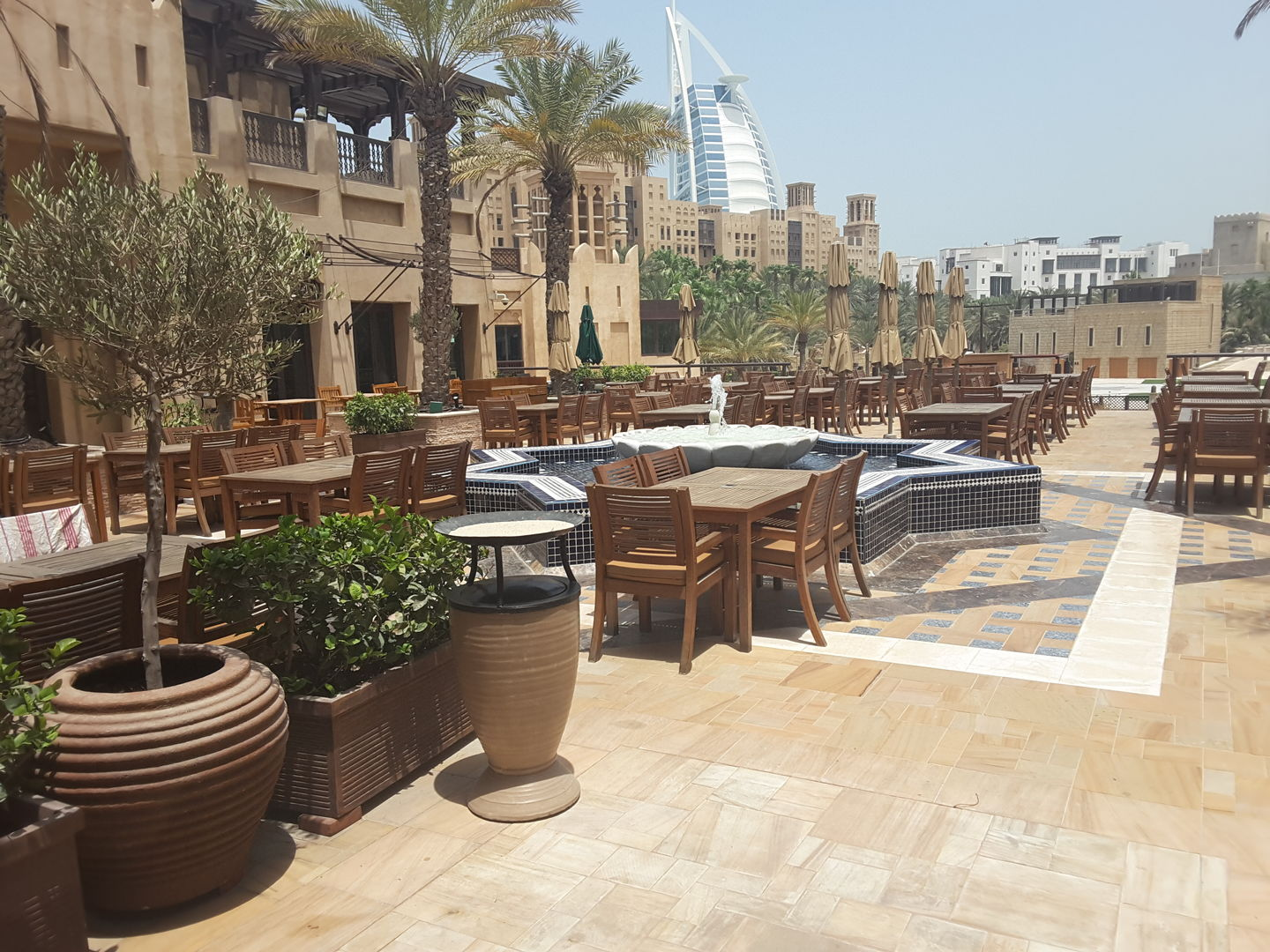 HiDubai-business-al-makan-food-beverage-restaurants-bars-jumeirah-3-dubai-2