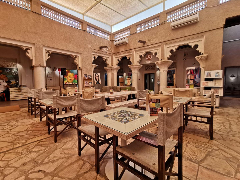 HiDubai-business-make-art-cafe-food-beverage-coffee-shops-meena-bazar-al-souq-al-kabeer-dubai-2