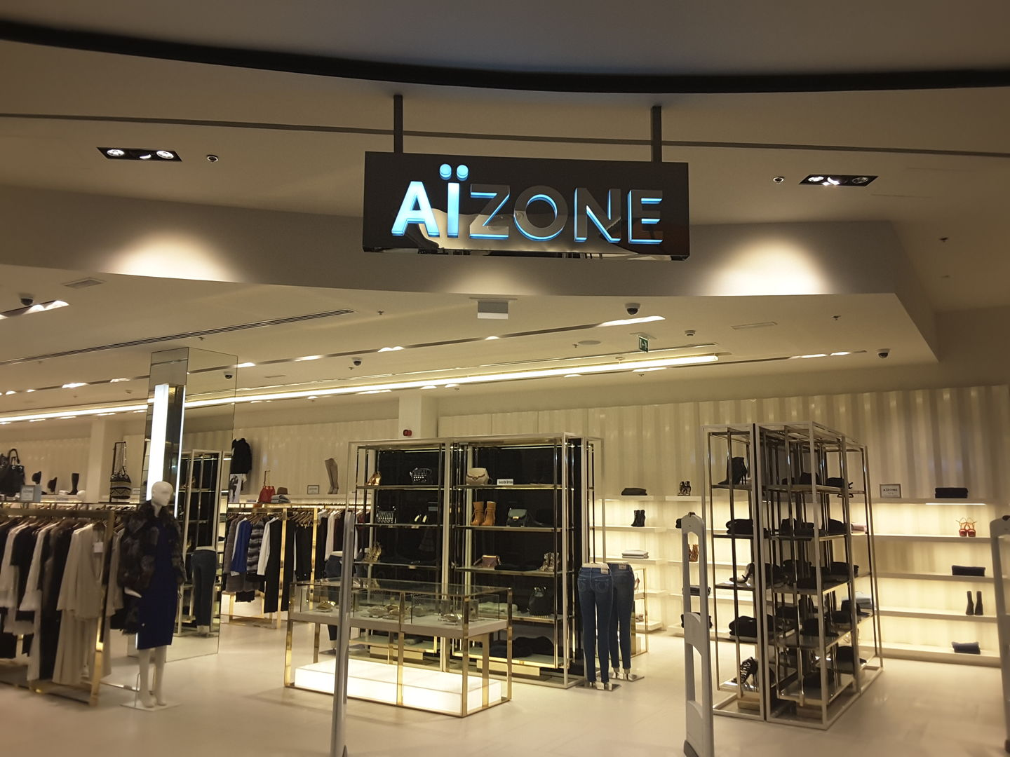 HiDubai-business-aizone-shopping-apparel-al-barsha-1-dubai-2
