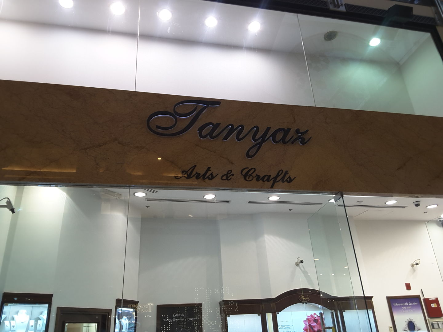 HiDubai-business-tanyaz-arts-and-crafts-shopping-jewellery-precious-stones-al-barsha-1-dubai-2