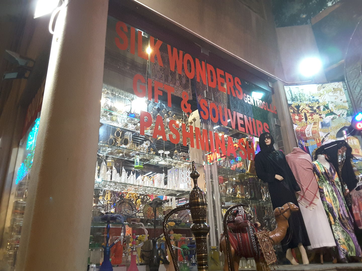 HiDubai-business-silk-wonders-general-trading-shopping-souvenirs-gifts-al-fahidi-al-souq-al-kabeer-dubai-2