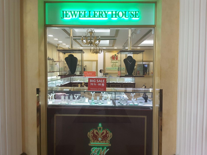 HiDubai-business-ew-jewellery-house-shopping-jewellery-precious-stones-the-palm-jumeirah-nakhlat-jumeirah-dubai-2