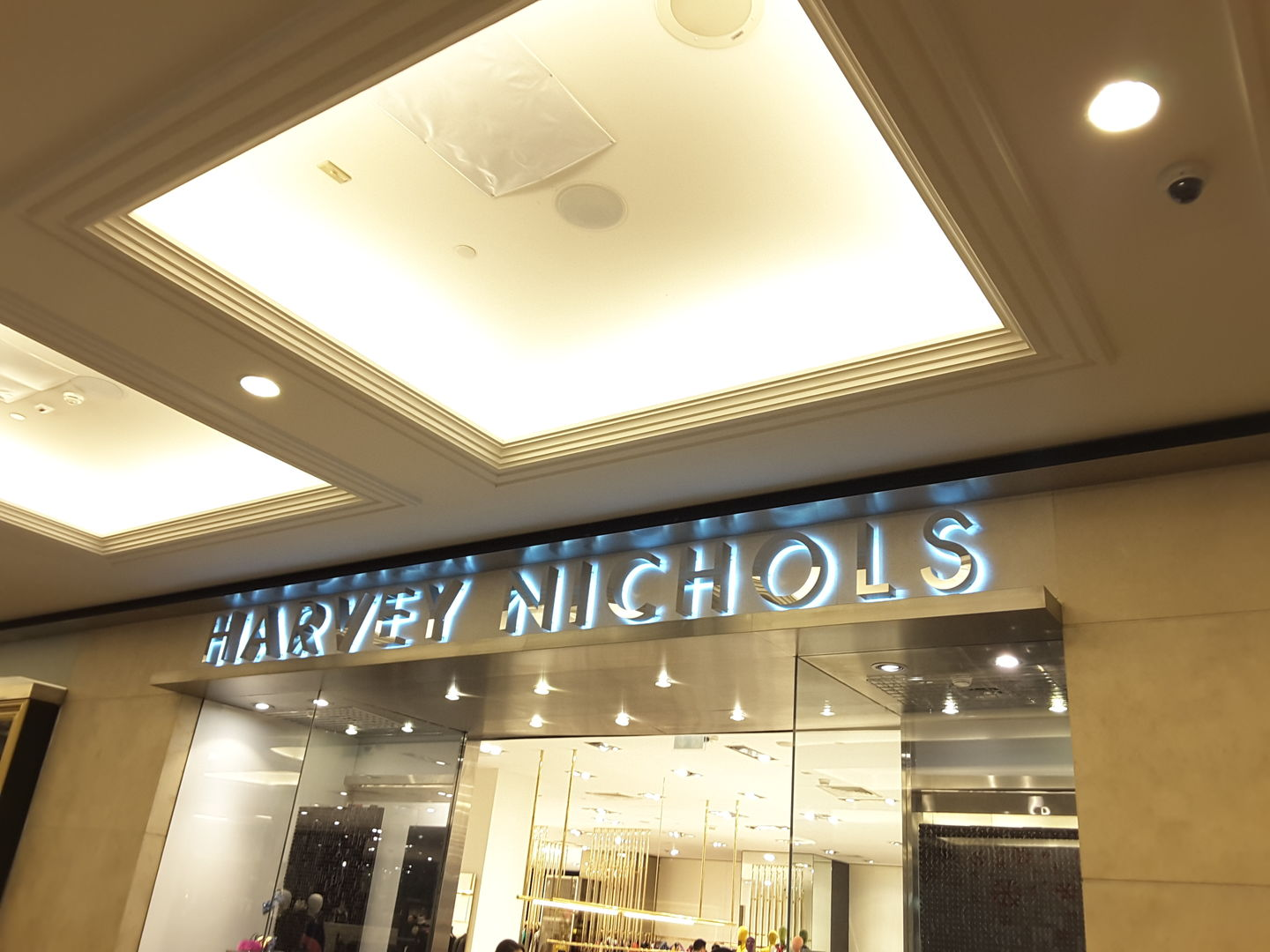HiDubai-business-harvey-nichols-shopping-apparel-al-barsha-1-dubai-2
