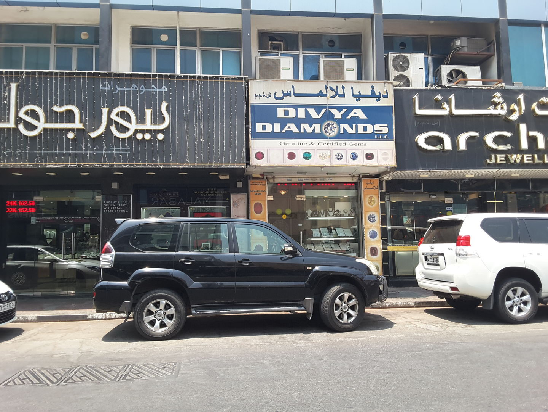 HiDubai-business-divya-diamonds-shopping-jewellery-precious-stones-meena-bazar-al-souq-al-kabeer-dubai-2