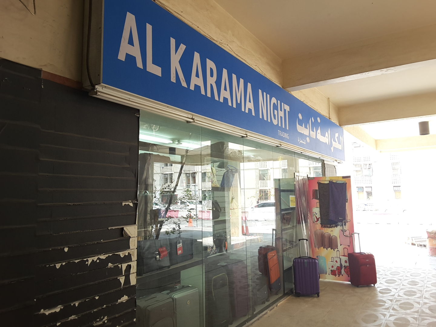 HiDubai-business-al-karama-night-trading-shopping-fashion-accessories-al-karama-dubai-2