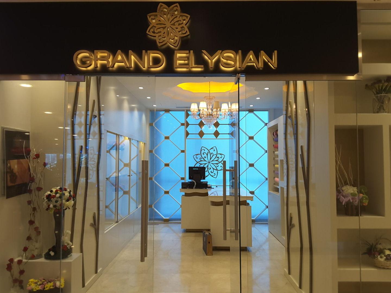 HiDubai-business-grand-elysian-flower-boutique-shopping-souvenirs-gifts-dubai-airport-free-zone-dubai-international-airport-dubai-2
