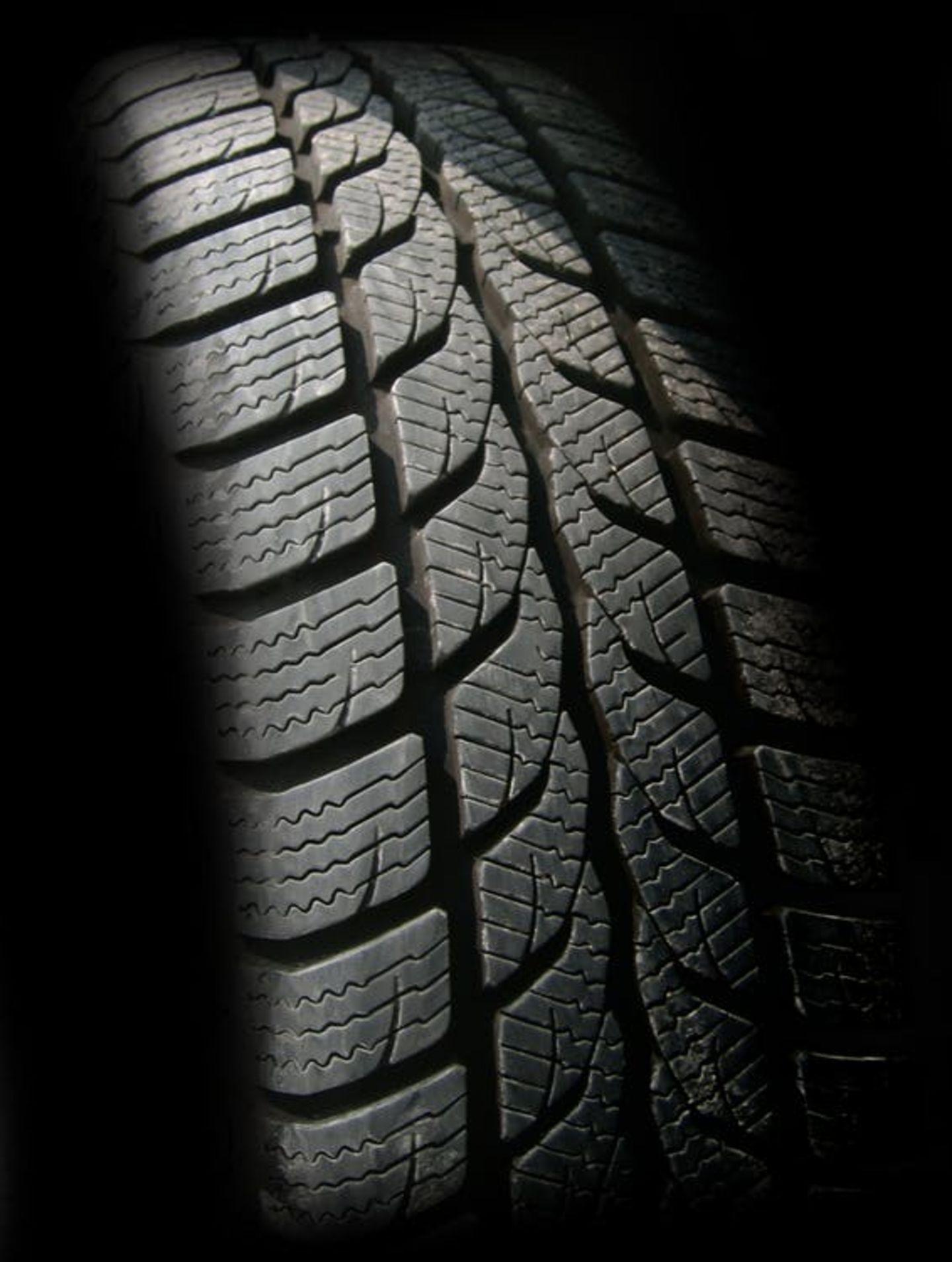 HiDubai-business-al-minia-tyre-repairing-transport-vehicle-services-car-assistance-repair-al-quoz-industrial-1-dubai-2