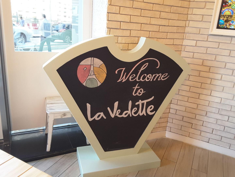 HiDubai-business-la-vedette-food-beverage-bakeries-desserts-sweets-business-bay-dubai