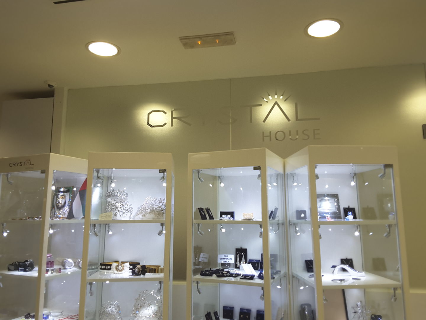 HiDubai-business-crystal-house-shopping-jewellery-precious-stones-al-satwa-dubai-2