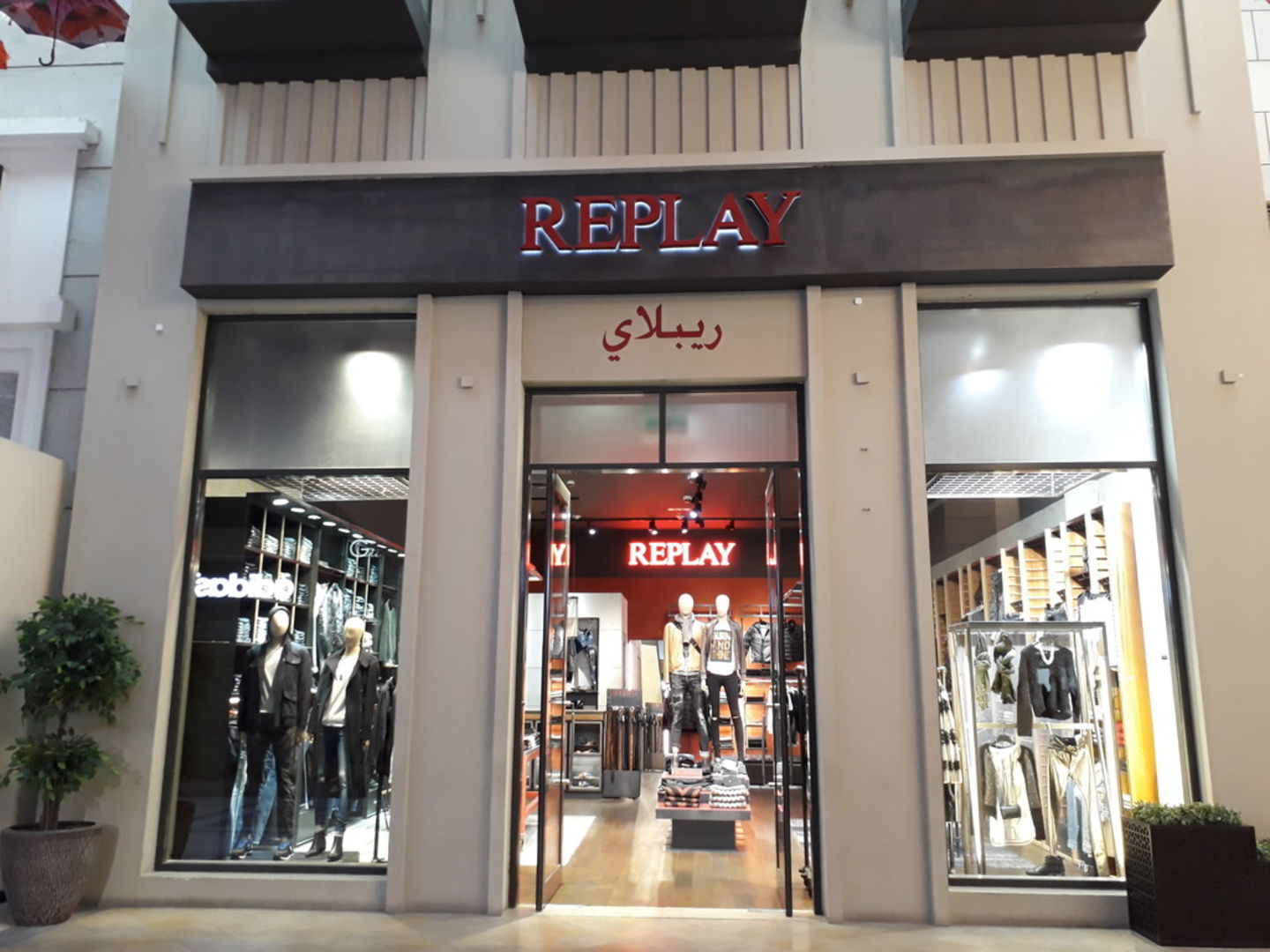 HiDubai-business-replay-shopping-fashion-accessories-burj-khalifa-dubai-2