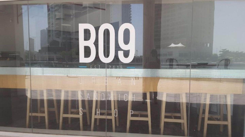 HiDubai-business-b09-urban-sandwich-shop-food-beverage-restaurants-bars-jumeirah-lake-towers-al-thanyah-5-dubai-2