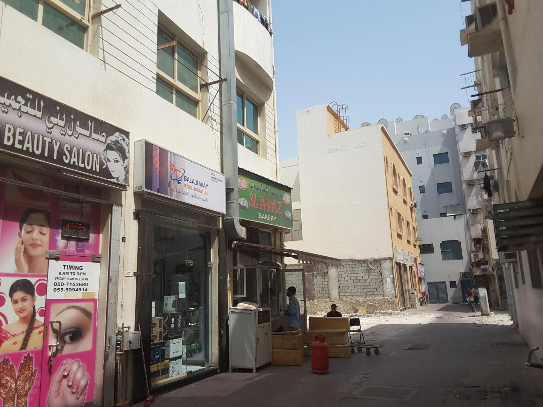 HiDubai-business-al-bashat-bakery-food-beverage-bakeries-desserts-sweets-al-fahidi-al-souq-al-kabeer-dubai-2