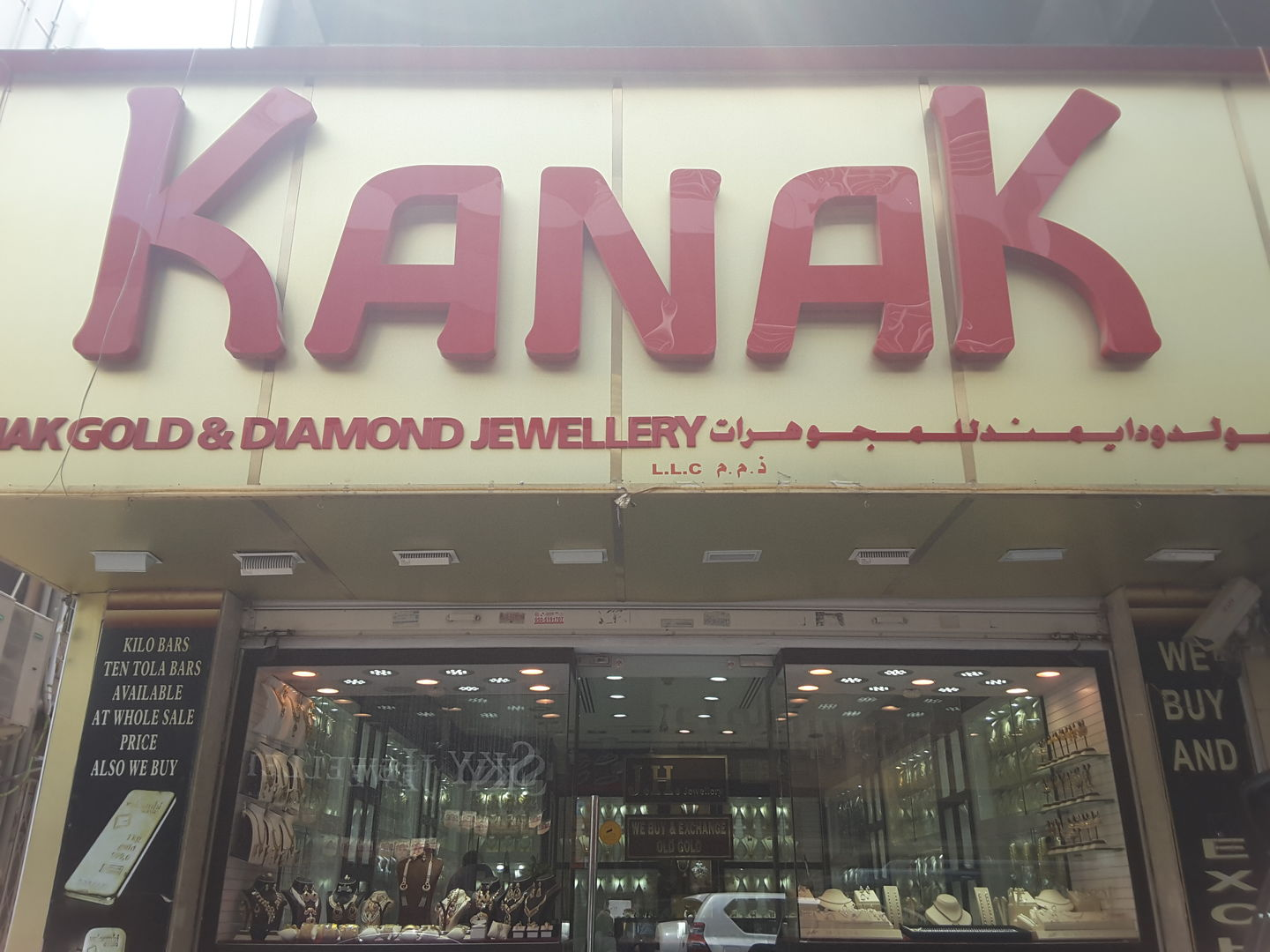 HiDubai-business-kanak-gold-diamond-jewellery-shopping-jewellery-precious-stones-meena-bazar-al-souq-al-kabeer-dubai-2