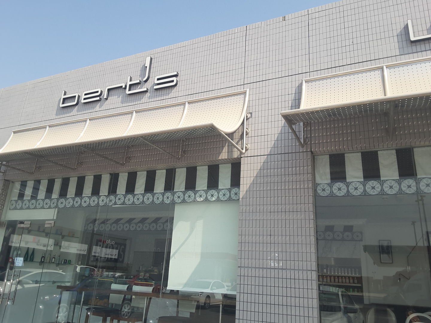HiDubai-business-berts-cafe-food-beverage-restaurants-bars-dubai-investment-park-1-dubai-2
