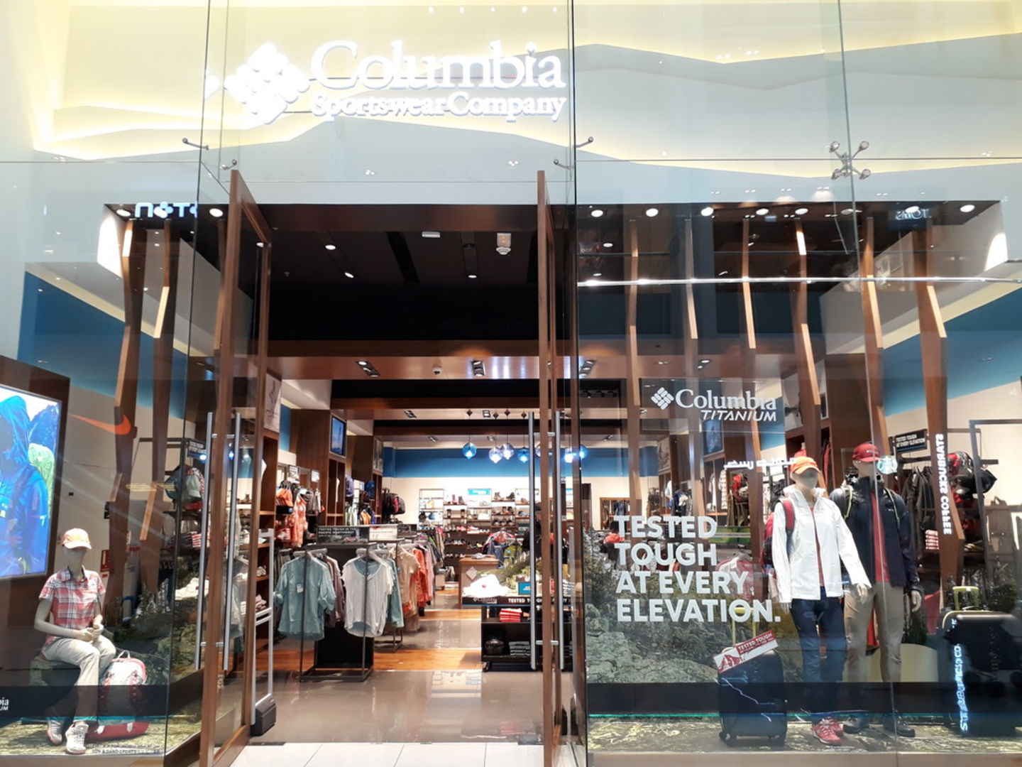 HiDubai-business-columbia-shopping-fashion-accessories-burj-khalifa-dubai-2