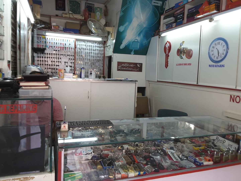 HiDubai-business-al-bader-lock-reparing-home-hardware-fittings-al-fahidi-al-souq-al-kabeer-dubai