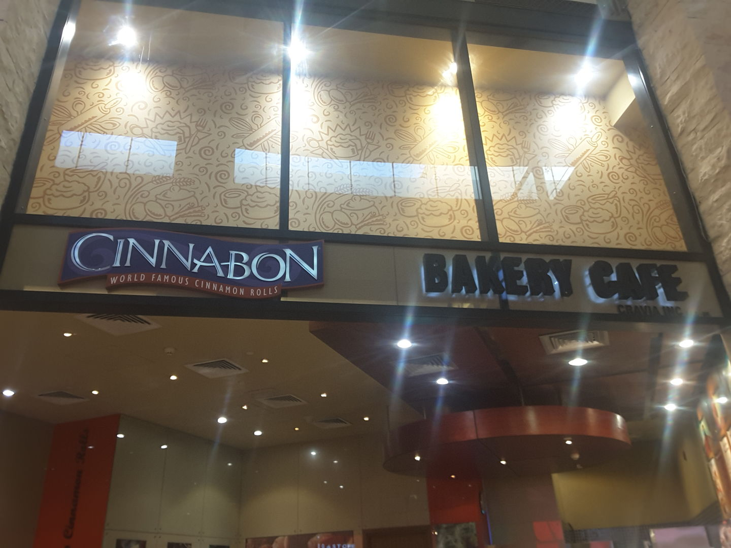 HiDubai-business-cinnabon-food-beverage-bakeries-desserts-sweets-al-barsha-1-dubai-2