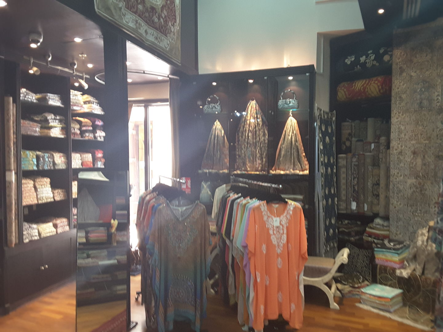 HiDubai-business-toshkhana-trading-shopping-fashion-accessories-jumeirah-3-dubai-2