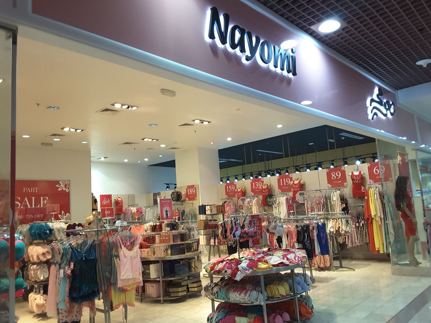 HiDubai-business-nayomi-shopping-apparel-oud-metha-dubai-2