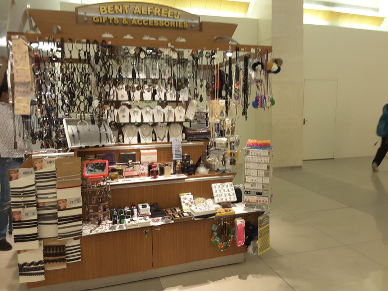 HiDubai-business-bent-alfreej-gifts-accessories-shopping-souvenirs-gifts-al-muraqqabat-dubai-2