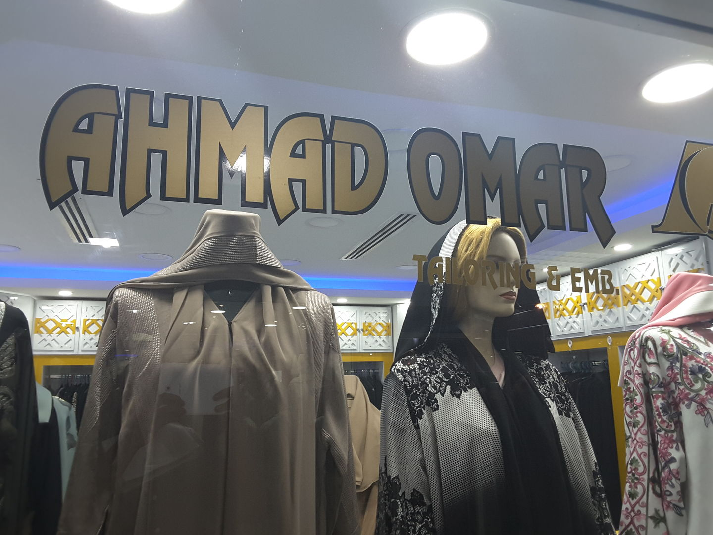 HiDubai-business-ahmad-omar-tailoring-embroidery-shopping-apparel-hor-al-anz-east-dubai-2
