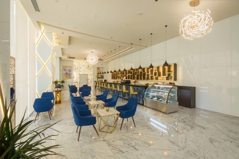 HiDubai-business-le-veyron-cafe-food-beverage-coffee-shops-dubai-international-financial-centre-zaabeel-2-dubai