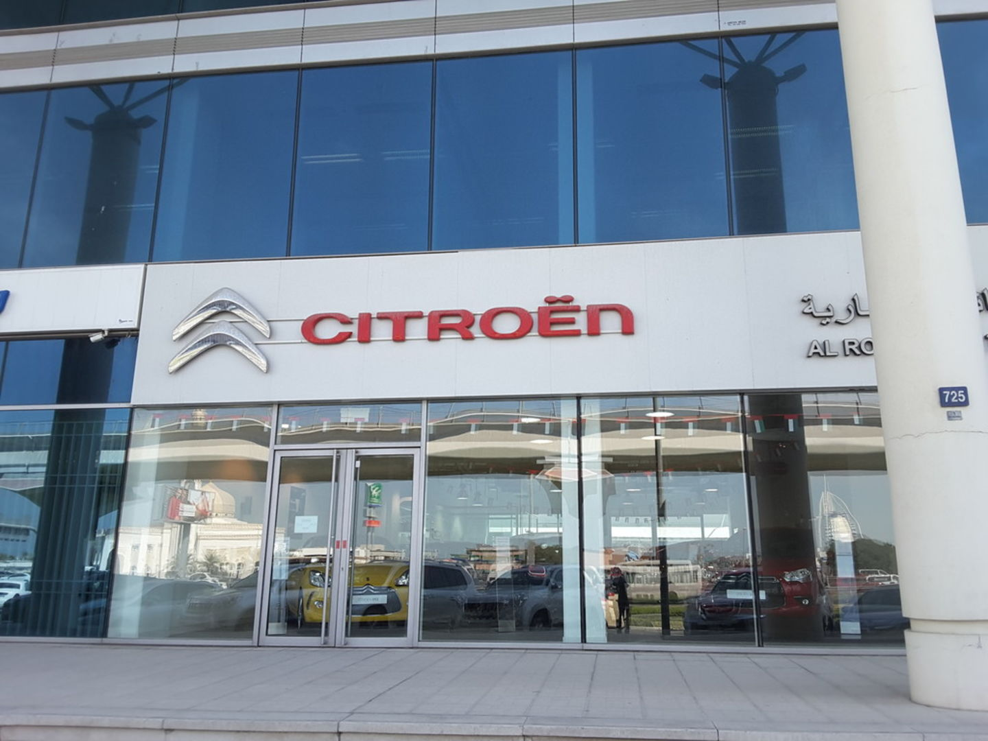 Walif-business-citroen-showroom