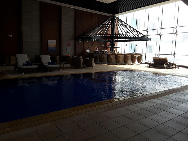 HiDubai-business-dukes-pool-bar-food-beverage-beer-wine-spirits-the-palm-jumeirah-nakhlat-jumeirah-dubai-2